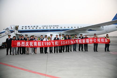据悉,这是南航新疆分公司今年接收的第三架e190型飞机,也是2012年