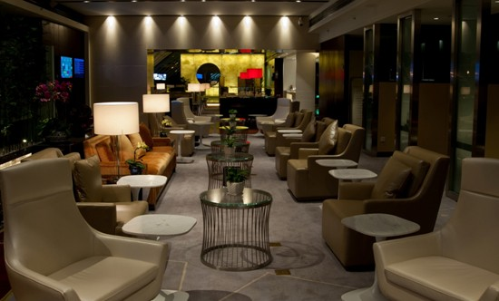 exclusive lounges for first/business class passengers on 2/f